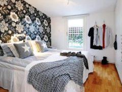 Создание стильного дизайна маленьких комнат обоями для спальни: фото в интерьере и особенности отделки стен