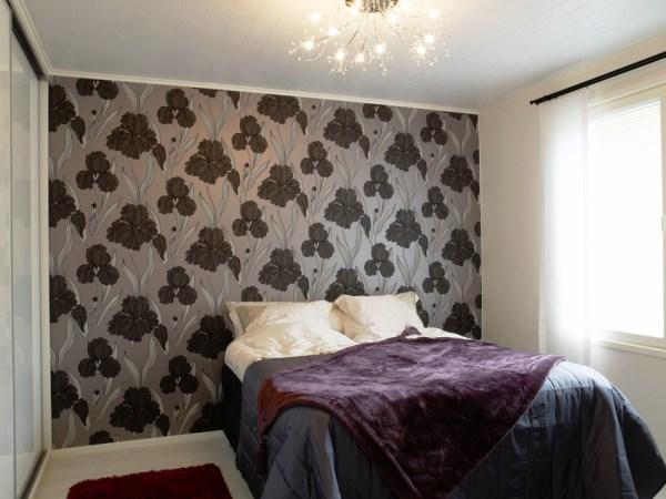 Обои для спальни фото в интерьере для маленьких комнат фото