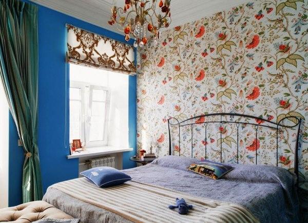 обои для спальни фото в интерьере для маленьких комнат в цветочек
