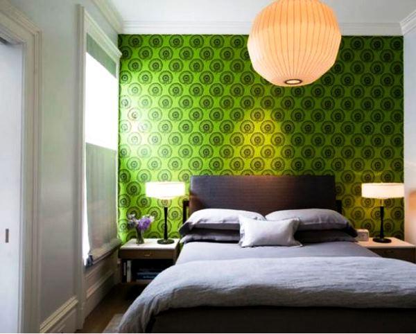 Зеленые обои для спальни фото в интерьере для маленьких комнат