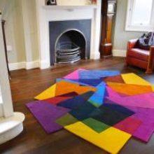 Мягкие акценты жилых комнат: фото ковров в интерьере гостиной
