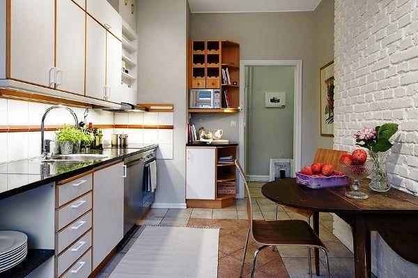 Кухня с кирпичной белой стеной фото