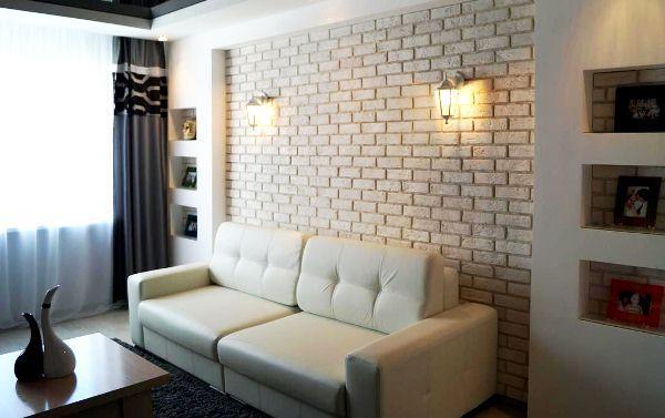 Белый кирпич в интерьере гостиной фото