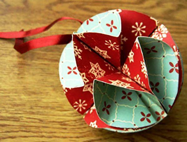 елочные шары из цветного картона