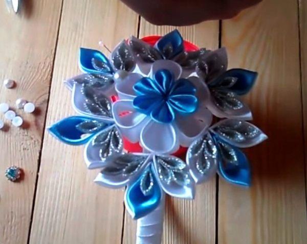 готовое новогоднее украшение канзаши