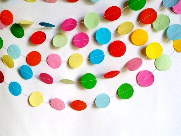 Простые гирлянды своими руками из цветной бумаги фото